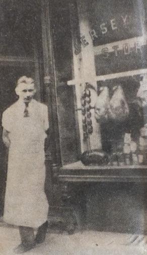 So fing alles an: Karl Ehmer 1932 vor einem seiner ersten Geschäfte in New York.