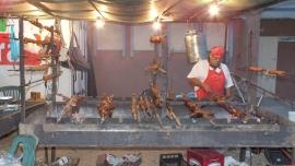 Vorsicht: Beim Hafenfest in Arbatax kann eine Schale mit Leckereien sehr teuer werden.
