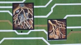 Wurzeln reichen tief in den Boden, Zeichnung in Loceri.