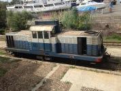 Ein Dieselzug wartet in Arbatax auf seinen Einsatz.