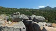 Auf dem Turm geht der Blick weit über die Landschaft der Ogliastra.