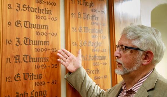Sakristei, dort steht dreimal der Name Thumm an der Wand